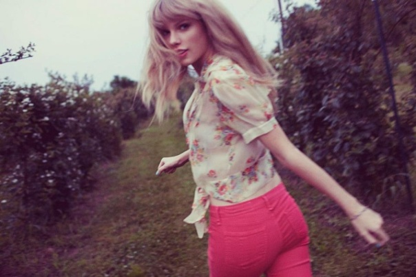 taylor_swift_red_photoshoot_outtakes_tOi9KOi7.sized